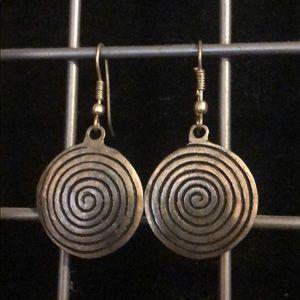 Jewelry - Swirling earrings